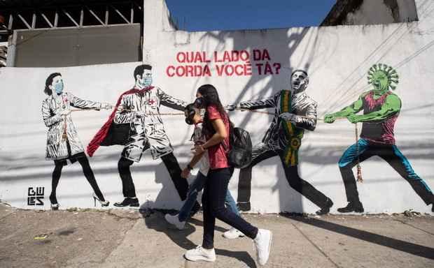 Число жертв коронавируса в Бразилии превысило 50 тыс. человек