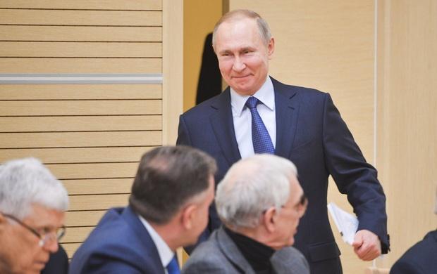 Поправку об обнулении президентских сроков предложила 10 марта в ходе заседания Госдумы Валентина Терешкова.