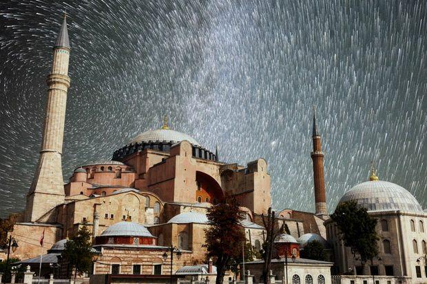 Как рухнула Оттоманская империя, потопившая храмы великой Византии в крови, так рухнет и мечта о новой Оттоманской империи Эрдогана, унизившего великую православную святыню.