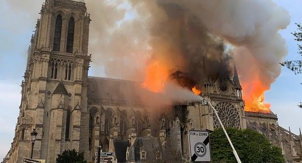 15 апреля 2019 в Париже произошел пожар. Весь мир наблюдал за тем, как горит Собор Парижской Богоматери.