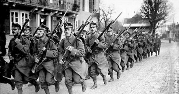 защитить государственные границы от нападения Германии