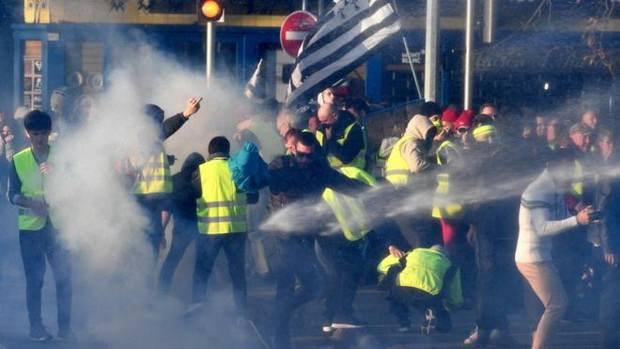 Топливный протест во Франции: демонстрантку задавили насмерть