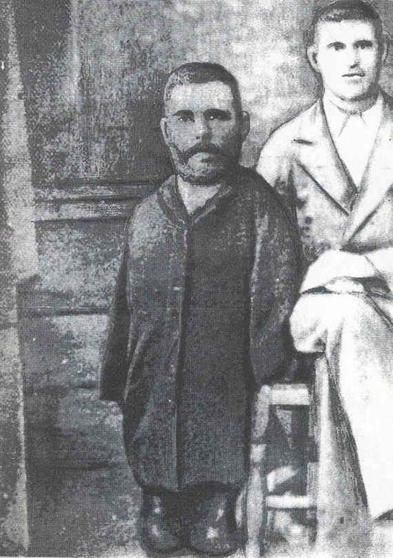Иконописец Григорий Журавлев осуществил свою мечту — научился рисовать, несмотря на атрофированные с рождения ноги и руки.