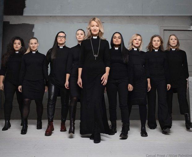 Первые три женщины были рукоположены в священники в 1960 году.