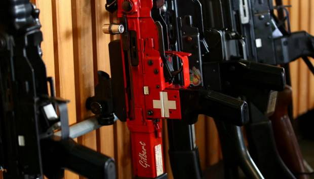Жители Швейцарии одобрили ужесточение правил по владению оружием