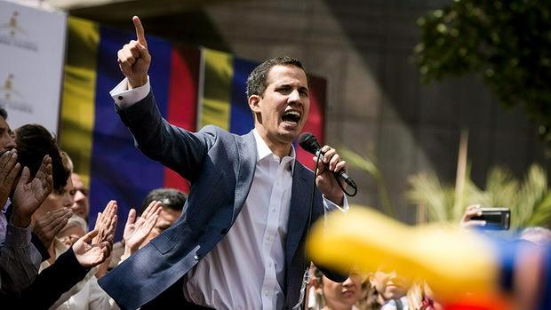Отстраненный от власти глава парламента Венесуэлы объявил себя временным президентом страны