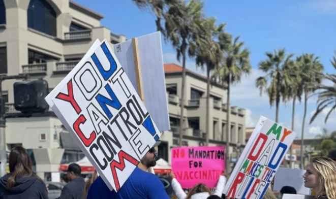 Тысячи родителей протестуют против обязательной вакцинации учащихся в Калифорнии