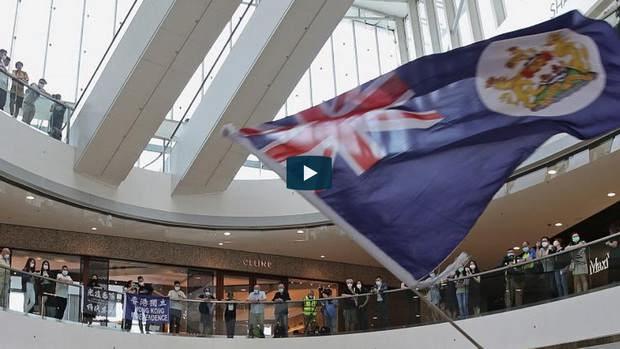 Великобритания начинает выдавать жителям Гонконга визы для эмиграции