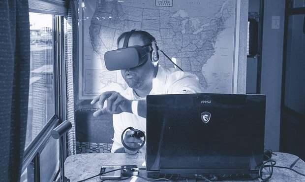 Американский пастор открыл первую в мире VR-церковь