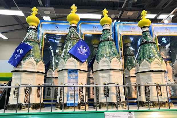 Бутылка водки в виде православной часовни в красноярских магазинах возмутила верующих