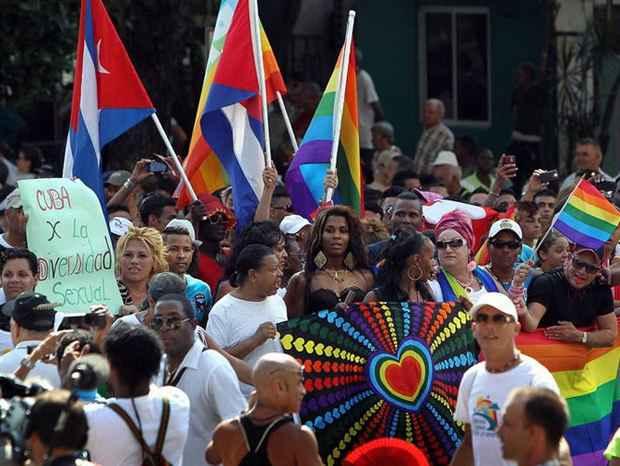 На Кубе отказались от идеи включить в Конституцию положение, разрешающее однополые браки