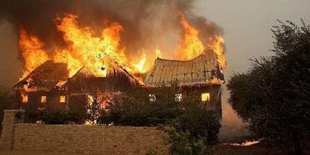 Священник с 30 прихожанами спасся в храме во время страшного пожара в Калифорнии