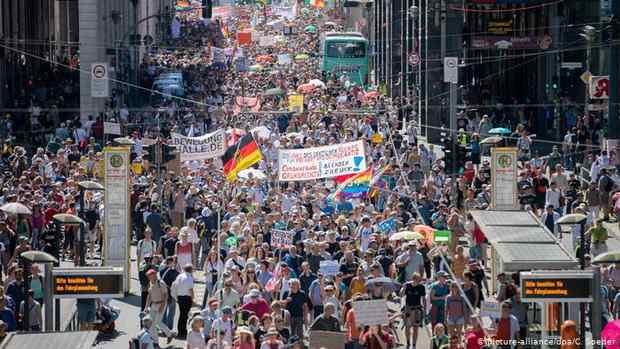В Берлине протестуют против ковид-ограничений