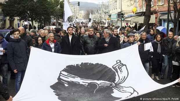 На Корсике прошла многотысячная демонстрация националистов - за три дня до визита президента Франции Эммануэля Макрона.