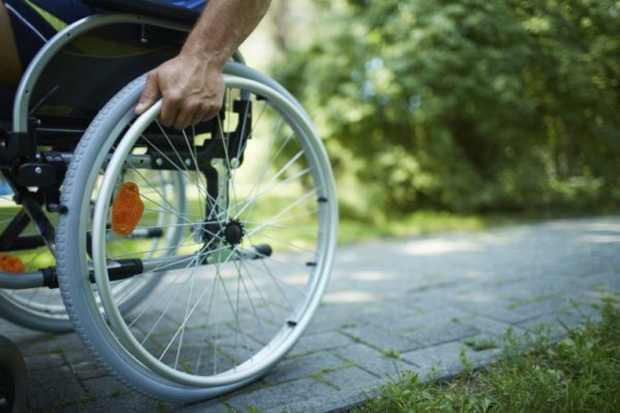 Болельщик из США подарил россиянину современную инвалидную коляску за $10 тысяч