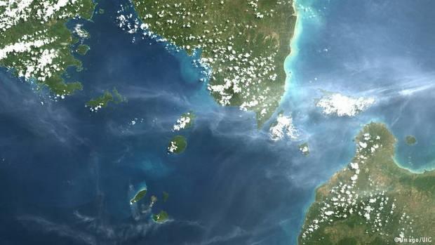 Десятки человек стали жертвами цунами в Индонезии