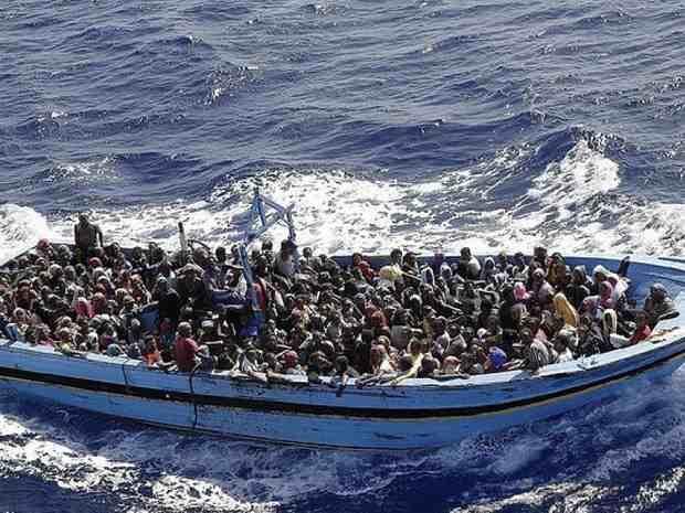 У берегов Испании за два дня спасены более 1200 беженцев