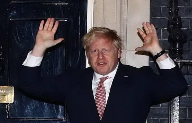 Британский премьер Борис Джонсон доставлен в больницу