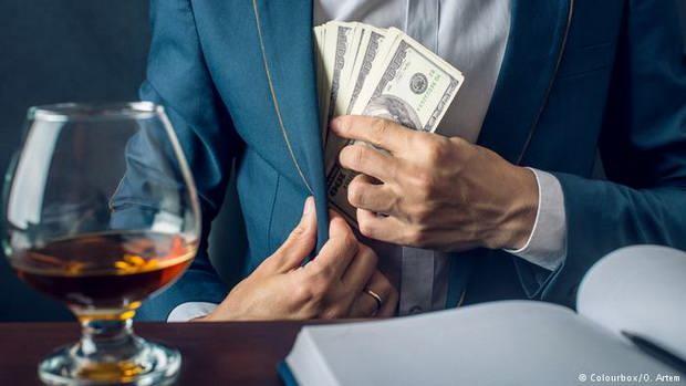 Количество зарегистрированных случаев получения и дачи взяток возросло на 10 процентов. К уголовной ответственности привлечены около 7 тысяч человек.