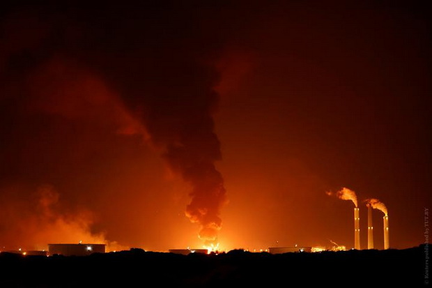 Пожар после попадания ракеты в систему