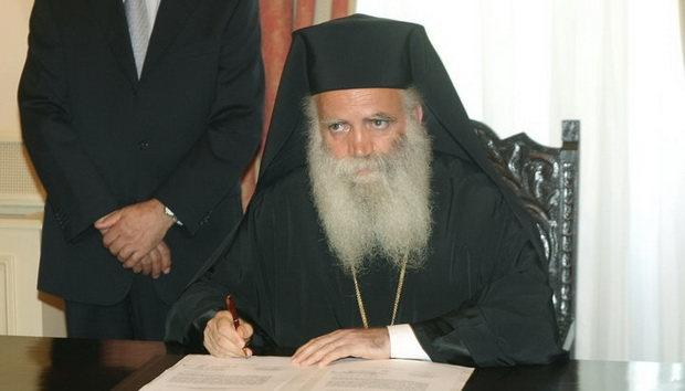 В Греции полиция задержали митрополита за службу во время эпидемии