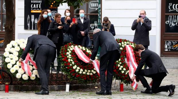 Вечером 2 ноября мужчина открыл стрельбу в Вене неподалеку от площади Шведенплатц близ главной синагоги города Штадттемпель, его застрелили полицейские.