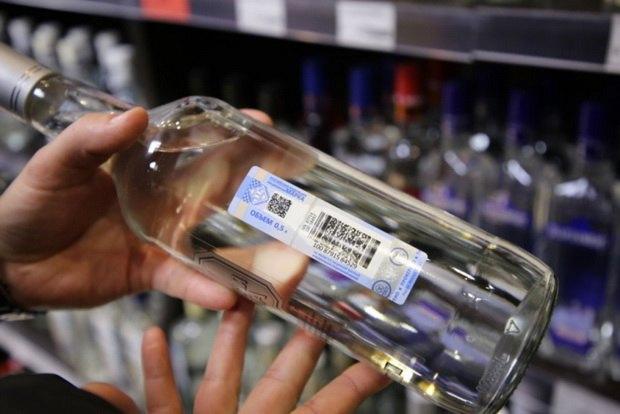 Мурашко напомнил, что в стране уже обсуждалась инициатива о том, чтобы поднять возраст для продажи алкогольной продукции до 21 года.