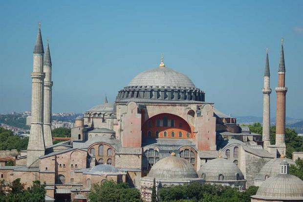 Дарья Асламова — о том, что будет после того, как турецкие власти решили превратить в мечеть одну из главных православных святынь.