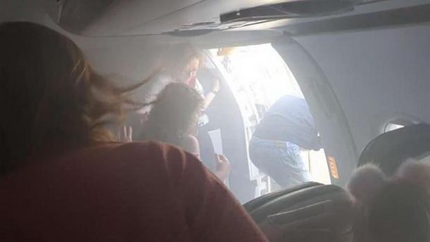 Это уже второй инцидент с участием British Airways за последние два дня. В понедельник пассажиры этой авиакомпании, следовавшие рейсом Лондон - Валенсия, после посадки были экстренно эвакуированы по аварийным трапам из-за сильного задымления.