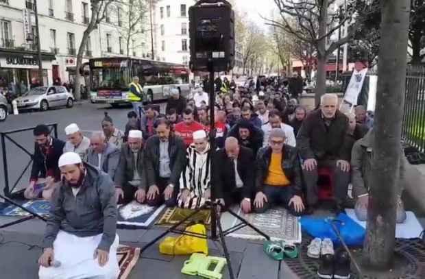 Во французском городе Клиши, пригороде Парижа, вспыхнули столкновения между местными жителями и мусульманами