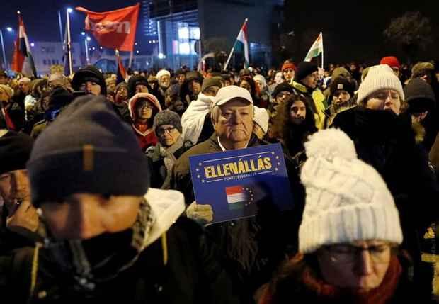 В Венгрии продолжаются массовые протесты против нового трудового законодательства, сильно ухудшившего права наемных работников.