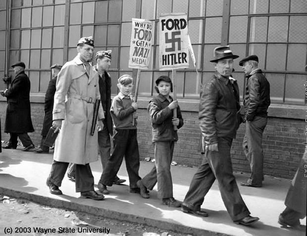 Бреясь станком «Жилетт», попивая «Кока-колу», или наслаждаясь мультиками от «Уорнер Бразерс», помните, что всему этому вы обязаны в том числе и Гитлеру, щедро платившему американцам за свою поддержку…
