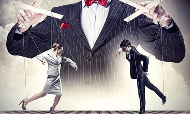 Как дрессируют современных людей тяжелыми способами манипуляции