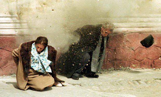 Почти 30 лет назад, в самом конце 1989 года, восставшие румыны, к которым присоединилась армия, напали на след бегущего бессменного правителя Чаушеску.