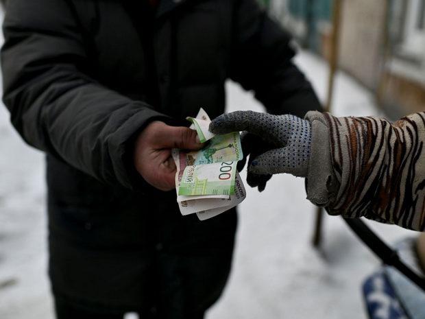 Минфин РФ считает справедливым повышать пенсию только неработающим пенсионерам