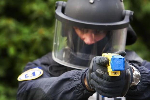 Чтобы избежать неизбежных и опасных попаданий специальной пули, выпущенной из дробовика, Harkind Dynamics добавила в ее конструкцию крошечный парашют,