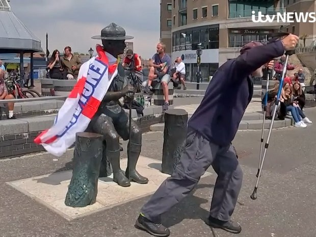 протесты в британии 2020