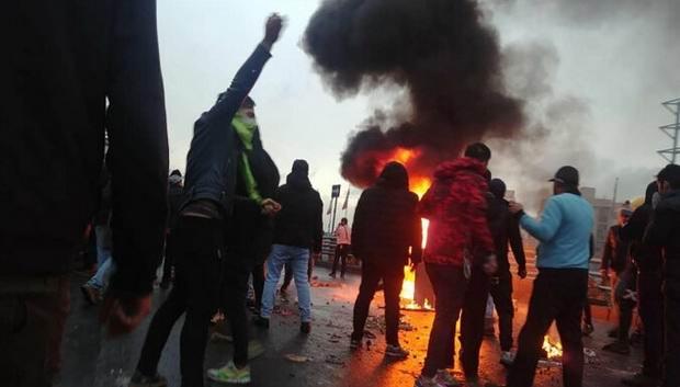 В ходе ~бензиновых протестов~ в Иране убит полицейский