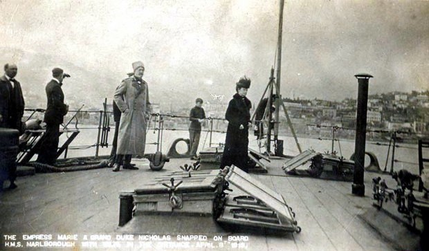 Николай Николаевич с женой на борту британского линкора «Мальборо» навсегда покидают Россию. 1919 год.