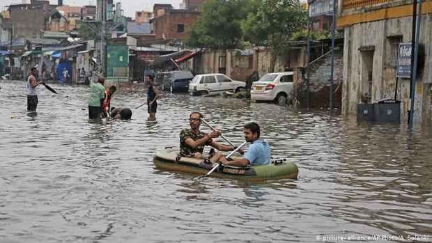 Наводнения в Индии: спасатели ищут выживших