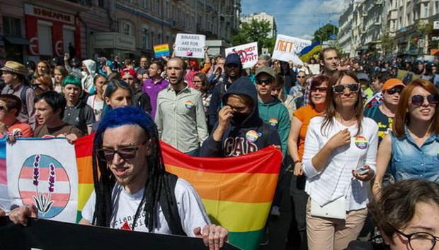 Стратегия расширяет список преступлений в ЕС, включив в него гомофобные высказывания.