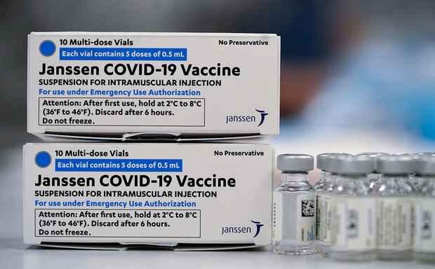 Великобритания официально одобрила применение COVID-вакцины Johnson & Johnson