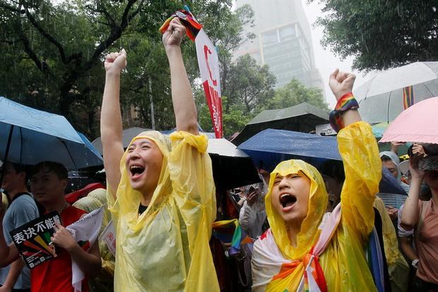 Парламент Тайваня принял законопроект, который разрешает однополые браки