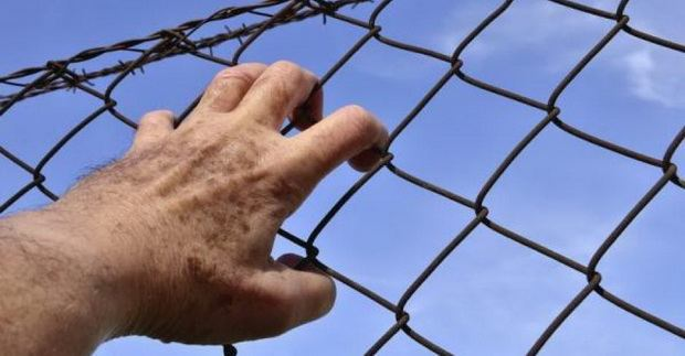 В Пакистане заключенного христианина избили за молитву