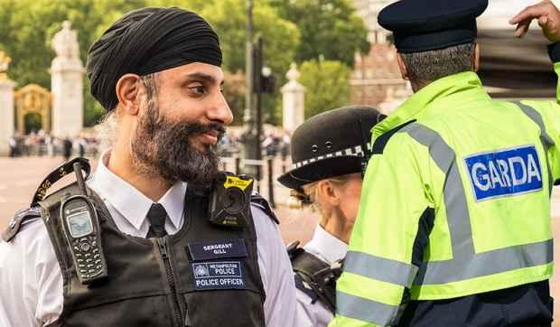 Полицейским Ирландии разрешили носить хиджабы и тюрбаны