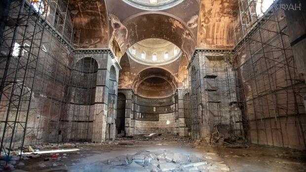 Внутри собора — разруха