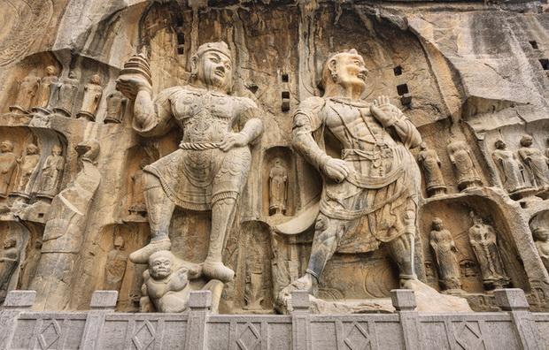 Фигуры божеств в храмовом комплексе Лунмынь (495–898 гг.) вблизи Лояна
