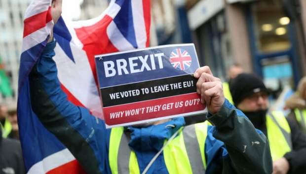 Европарламент проголосовал за сделку по Brexit