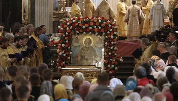 Православные христиане отмечают день памяти святителя Николая Чудотворца