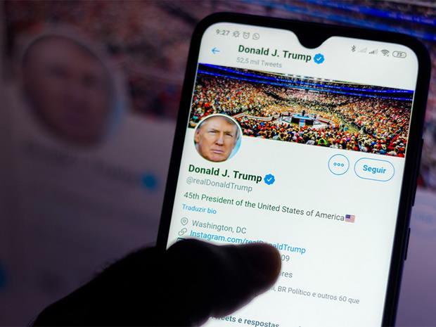 Twitter пригрозила удалять пожелания смерти Трампу после того, как твит о его диагнозе собрал 1,8 млн лайков